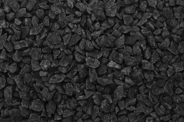 Черный серый гравий в саду