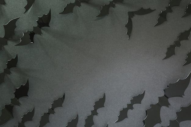 검은 할로윈 박쥐 원에 누워