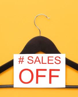 Распродажа черных вешалок с кибер-понедельника