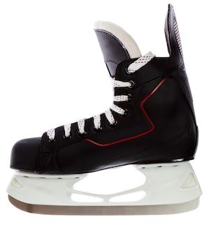白い背景で隔離の黒いホッケースケート