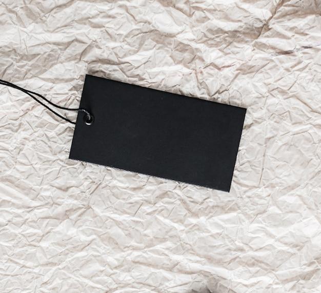 Черный горизонтальный ценник на бумажном фоне