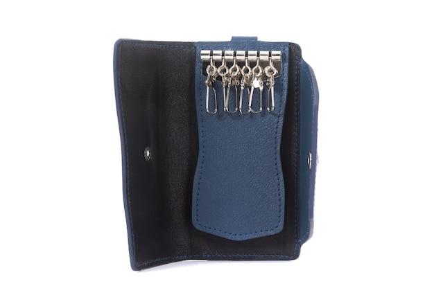 Черная домработница боком мужской кожаный дорогой портфель на белом фоне