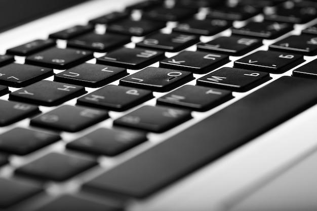 コンピューターのキーボードの黒いキー、クローズアップ