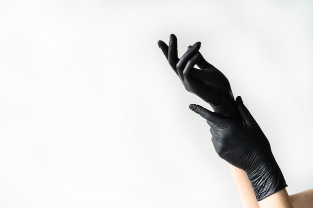 Черные латексные перчатки