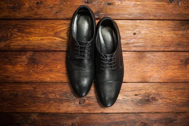 黒革の男性靴。クラシックなスタイル