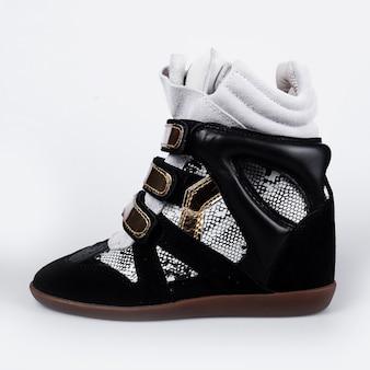 Black leather platform sneaker