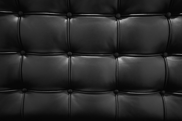 ロイヤルスタイルのエレガントなエンボス加工された黒革パターンのビンテージスタイルの黒革のソファの質感と
