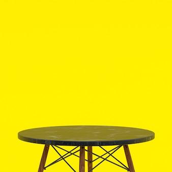 검은 색 대리석 테이블 또는 노란색 디스플레이 제품 스탠드