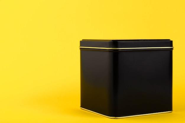 黒い金属の容器、貯蔵瓶