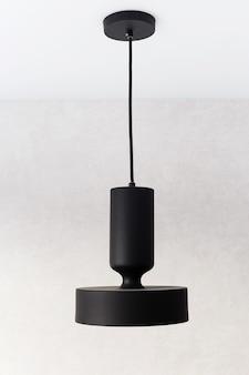 내부에 금박지로 장식 된 블랙 메탈 펜던트 조명.