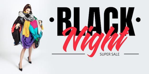 ブラックナイトファイナンスのコンセプト販売と服に夢中の女性