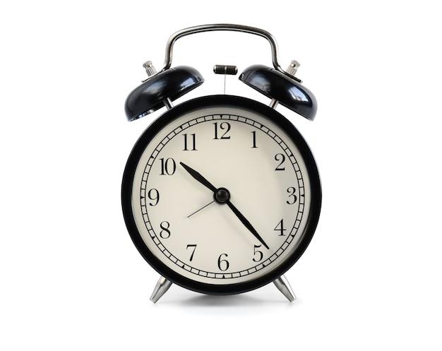 白い背景で隔離の黒の昔ながらの目覚まし時計