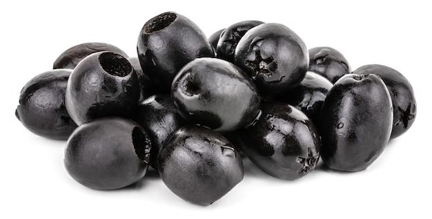 Черные оливки, изолированные на белом фоне. с обтравочным контуром.