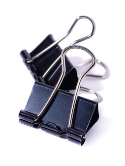 검은 종이 클립 흰색 배경에 고립. 변화 없는