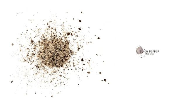 Порошок семян черного перца на белом фоне. пищевые ингредиенты, специи