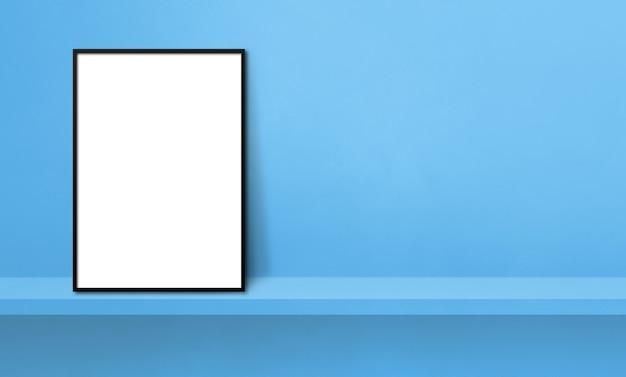 파란색 선반에 기대어 검정 액자입니다. 3d 그림입니다. 빈 모형 템플릿입니다. 가로 배너