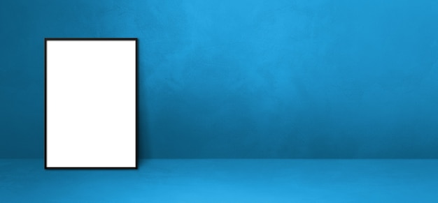파란색 벽에 기대어 검은 액자. 빈 모형 템플릿입니다. 가로 배너