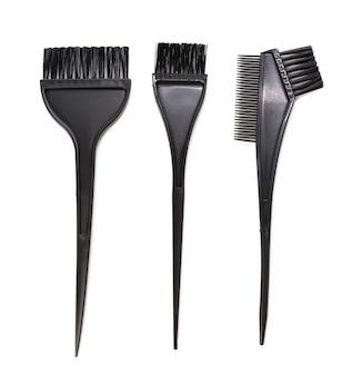 白い背景で隔離のヘアカラー用の黒いプラスチックブラシ、クローズアップ、セット