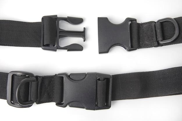 Черный пластиковый зажим fastex для рюкзаков. предметы одежды и снаряжение
