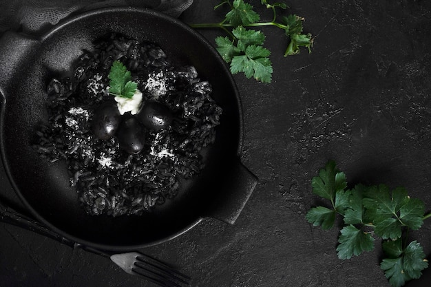 Черный рис с оливками