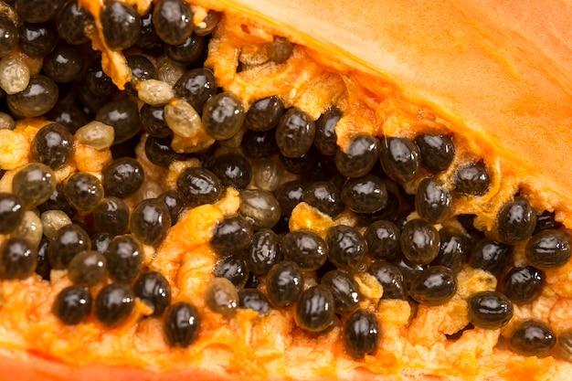 Черные семена папайи