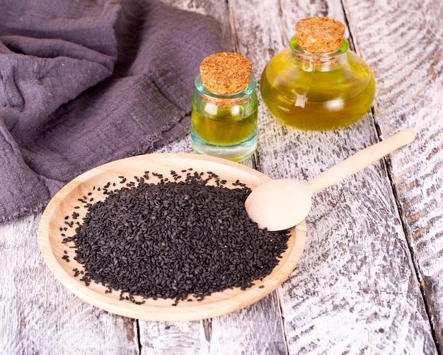 Черный кунжут и масло