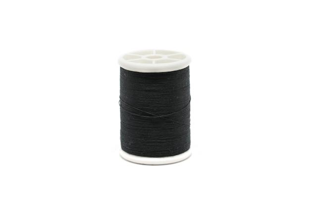 검은 바느질 스레드 흰색 배경에 고립입니다.