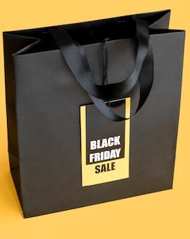黒い金曜日の販売のための黒いショッピングバッグ