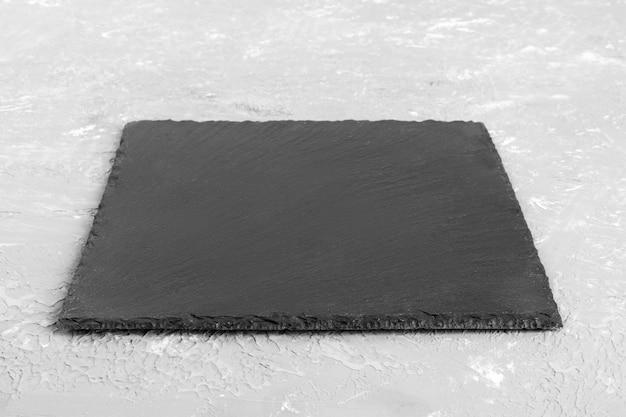 Черная грифельная доска для сервировки. перспективный вид