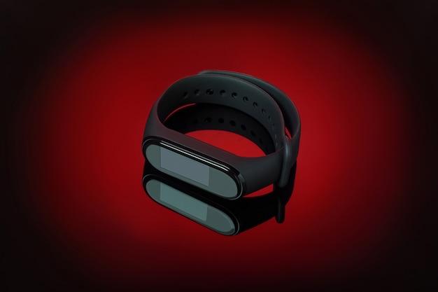 赤いグラデーションの背景に反射するアプリアイコンのないフィットネスのための黒のスマートウォッチ。ワイヤレス腕時計、最新のイノベーションデバイス。