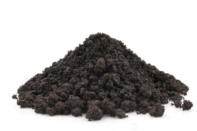 흰색에 고립 된 검은 토양.