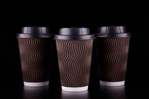 검은 공간 테이크 아웃 3 커피 컵. 갈 커피. 모형