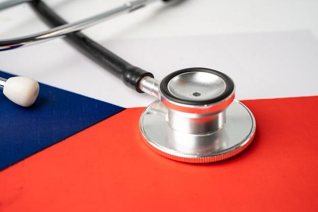 チェコ共和国の旗の背景、ビジネスと金融の概念の黒い聴診器。