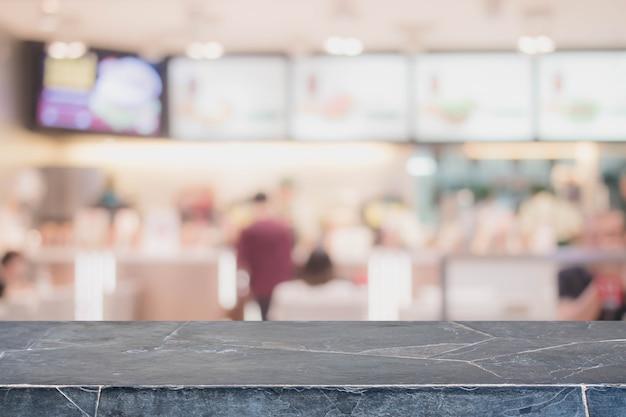 빈티지 필터와 블랙 스톤 테이블 상단과 흐리게 레스토랑 인테리어 배경-디스플레이에 사용하거나 제품을 몽타주 할 수 있습니다.
