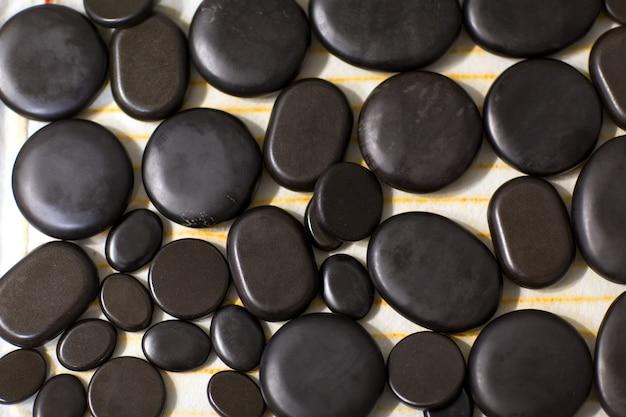 Черные камни для стоун-массажа
