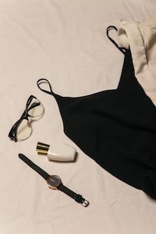 黒のスタイリッシュなドレストップビュースタイリッシュな女性の画像