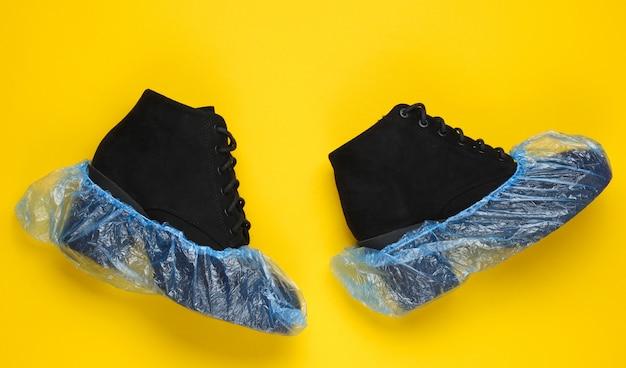 Черные замшевые сапоги с бахилами. над взглядом