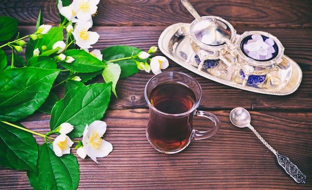 トルコのガラスカップで紅茶