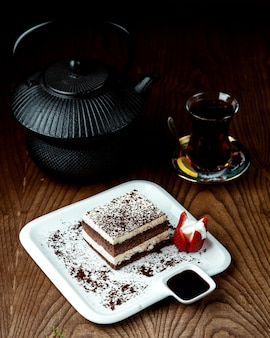 Black tea with chocolade cake on the table