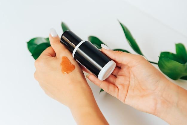 Черные тюбики с косметическим кремом, здравоохранение 1