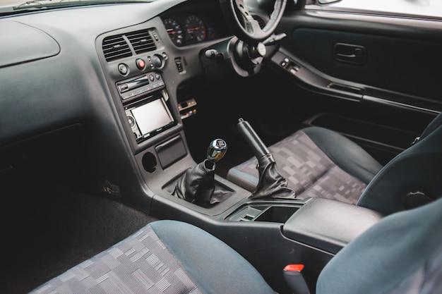 Черный интерьер автомобиля крупным планом