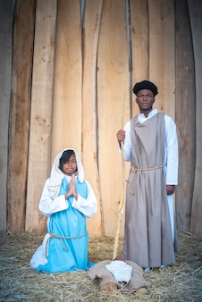 ベビーベッドの黒い聖母マリアと黒い聖母