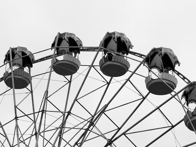 Black and white ferris wheel background