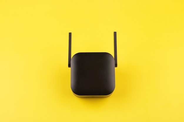 Черный усилитель сигнала wi-fi