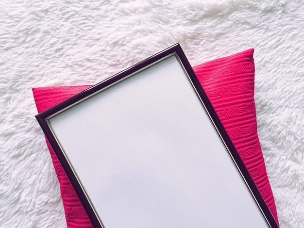 印刷モックアップの豪華な家の装飾とインテリアデザインのポスターと印刷可能なアートのための黒い木製フレーム