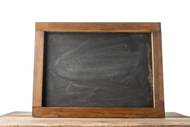 Доска на столе с изолированными