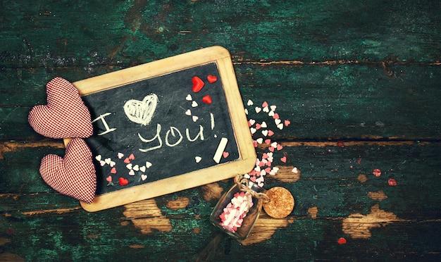 ロマンチックなメッセージを持つ黒板