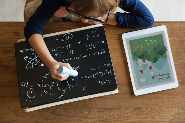 Маленькая девочка, написание концепции blackboard