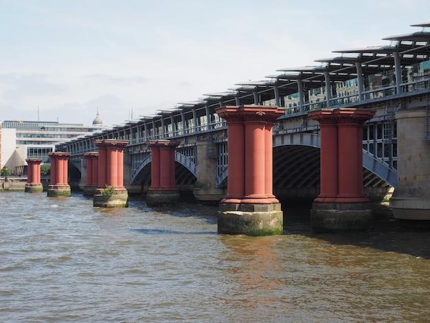 ロンドンのブラックフライアーズ橋