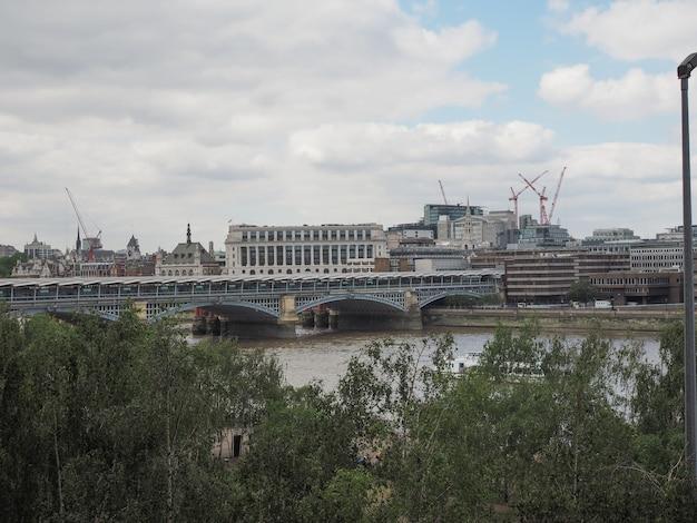 런던의 블랙프라이어스 다리